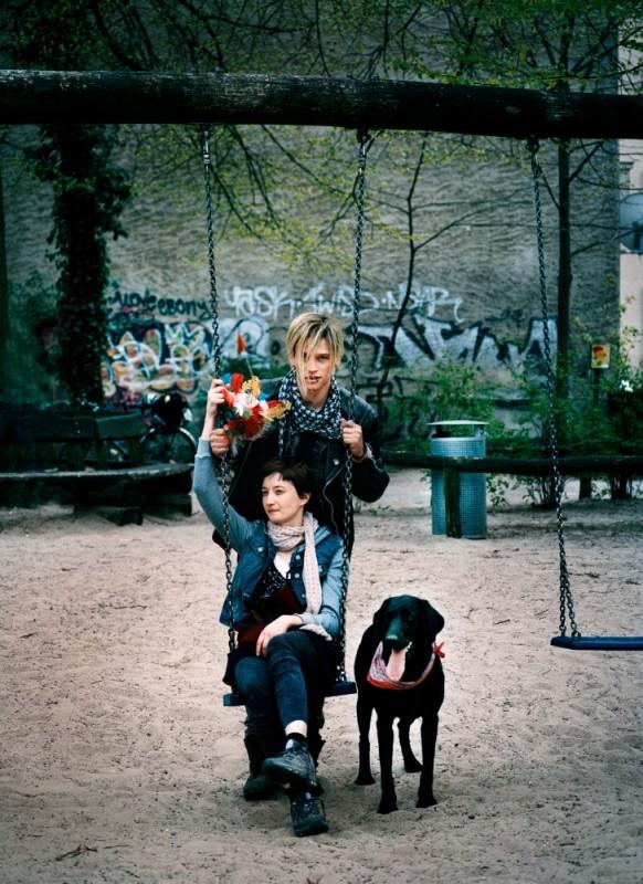 Alba Rohrwacher con Vinzenz Kiefer in una foto promozionale di Glück