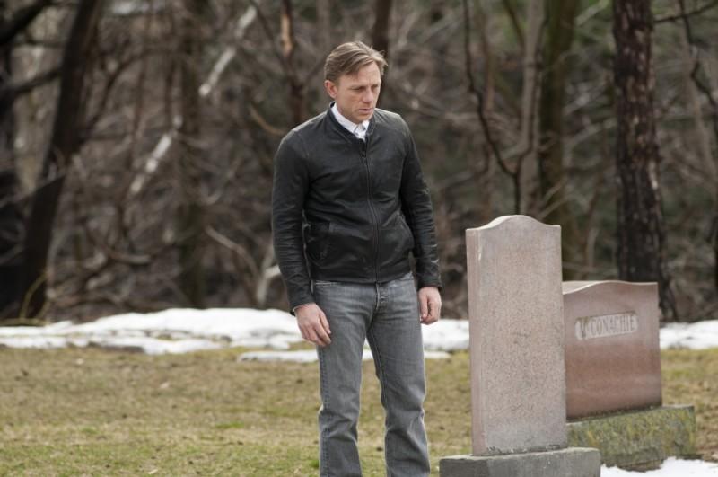 Daniel Craig al cimitero in una triste scena di Dream House