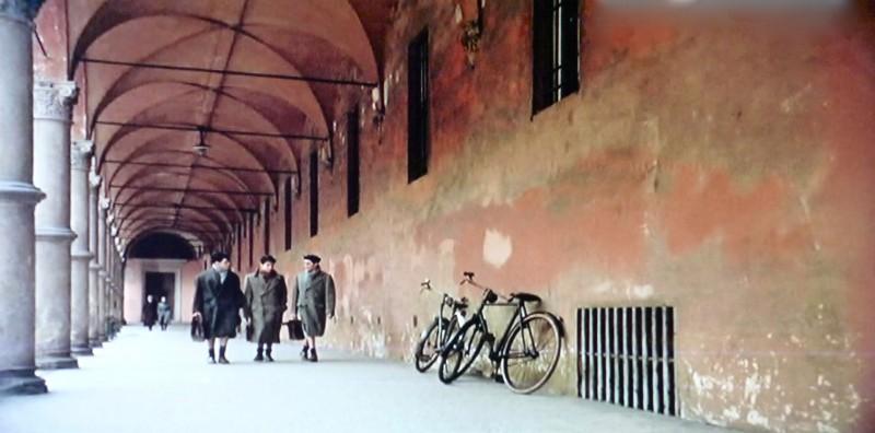 Dichiarazioni d'amore - scenografia  dei portici di Bologna realizzata da G. Pirrotta