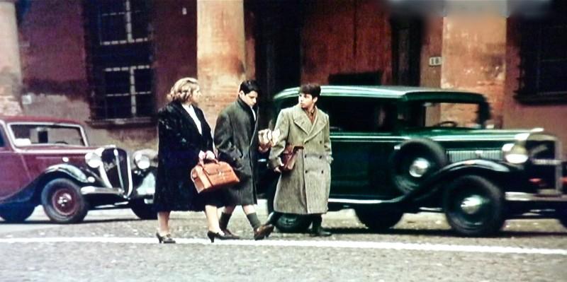 Dichiarazioni d'amore - scenografia  di una  strada di Bologna realizzata da G. Pirrotta