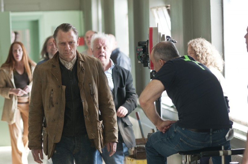 Dream House: Daniel Craig sul set del film con il regista Jim Sheridan