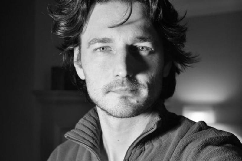 Il regista Barnaby Southcombe in una foto promozionale
