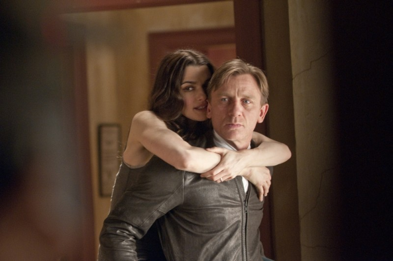 Rachel Weisz e Daniel Craig coppia felice in una scena Dream House