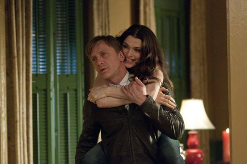 Rachel Weisz e Daniel Craig innamorati e sereni in una scena Dream House