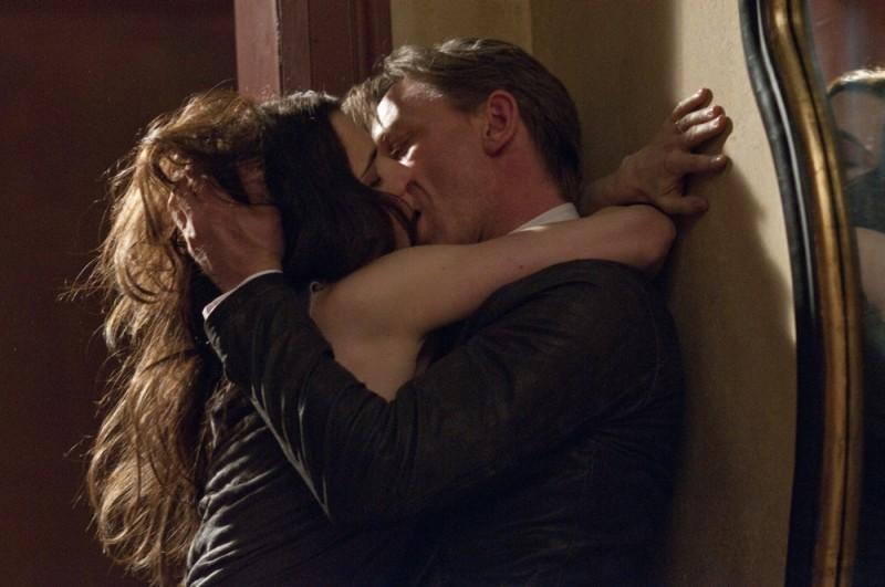 Rachel Weisz e Daniel Craig si baciano appassionatamente in una scena Dream House