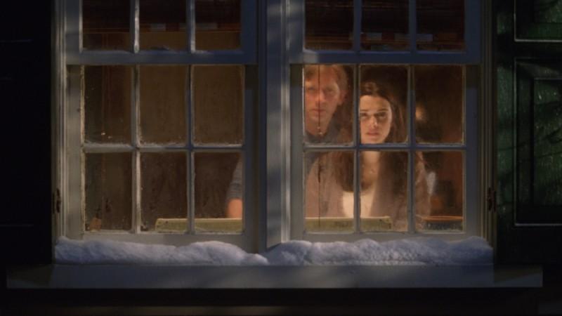 Rachel Weisz e Daniel Craig terrorizzati in una scena di Dream House