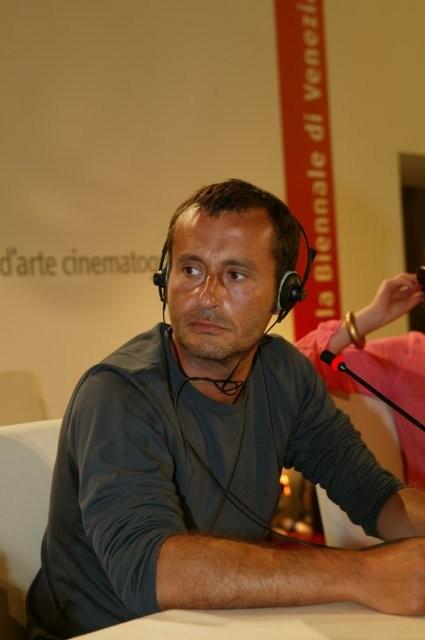 Il regista Frédéric Videau in conferenza stampa durante la 60ma Mostra Internazionale d'Arte Cinematografica