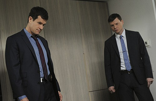 Unforgettable: Dylan Walsh e Kevin Rankin nell'episodio Check Out Time