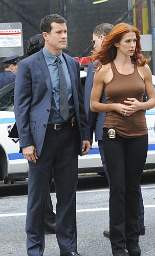 Unforgettable: Dylan Walsh e Poppy Montgomery nell'episodio Up In Flames
