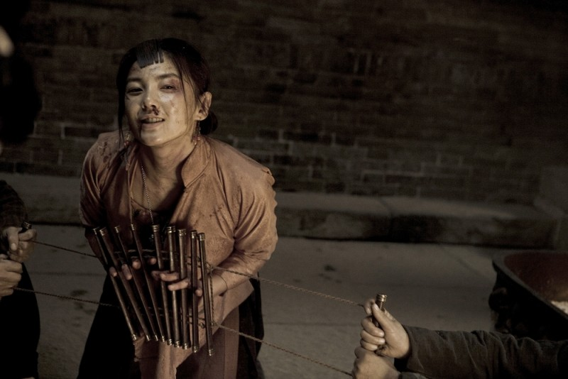 Kitty Zhang Yuqi in una drammatica scena del film White Deer Plain