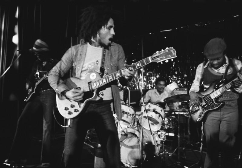Marley: Bob Marley durante un concerto in una scena del documentario di Kevin Macdonald
