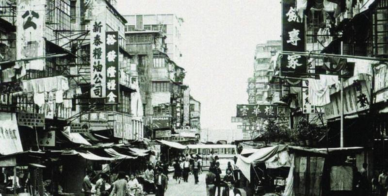 A Simple Life: Hong Kong in bianco e nero immortalata in una scena del film
