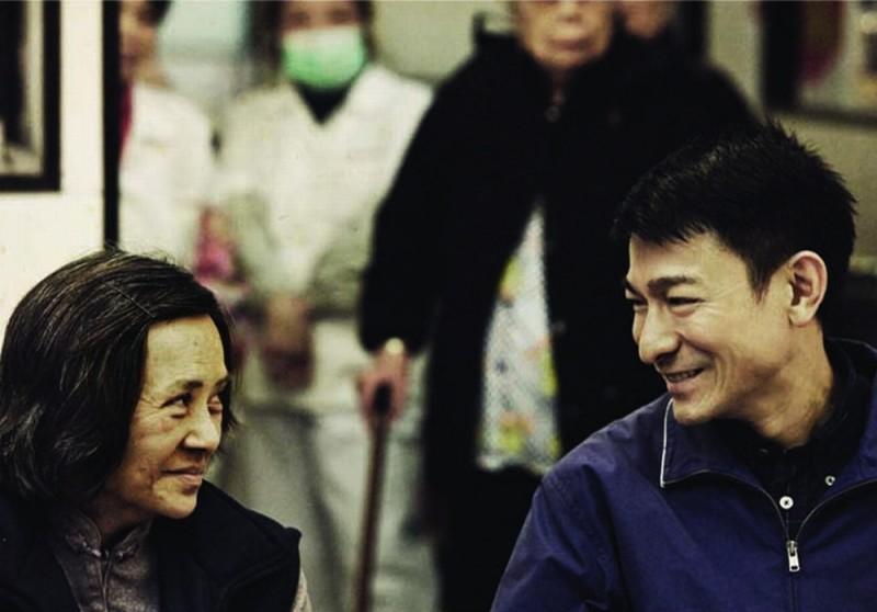 A Simple Life (Tao Jie): Deanie Yip e Andy Lau sorridono in una scena del film