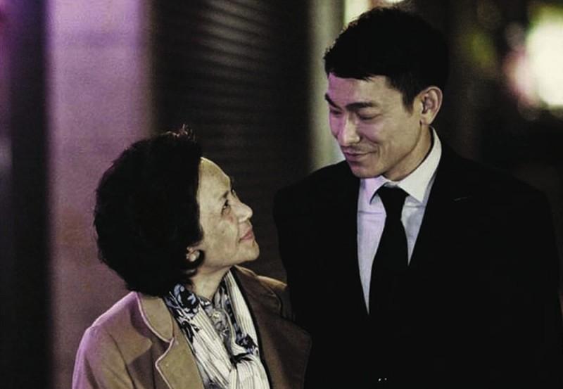 A Simple Life (Tao Jie): Deanie Yip insieme a Andy Lau in una bella immagine del film
