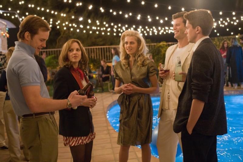Anna Faris insieme Chris Pratt, Ryan Bittle, Topher Grace e Teresa Palmer in Take Me Home Tonight