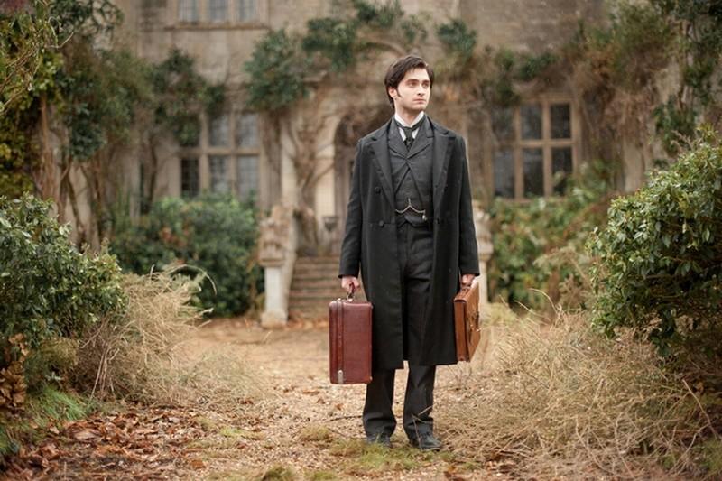 Daniel Radcliffe in una scena tratta dal thriller The Woman in Black
