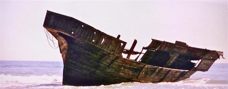 I Cavalieri che fecero l'impresa - la scenografia del relitto della nave realizzata da G. Pirrotta
