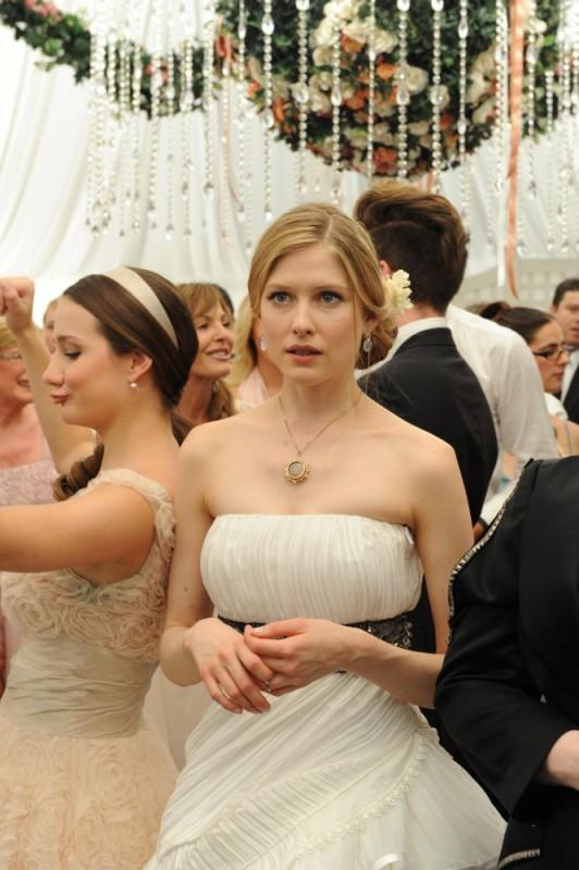 Laura Brent preoccupatissima per le sorti del suo matrimonio in una scena di Tre uomini e una pecora