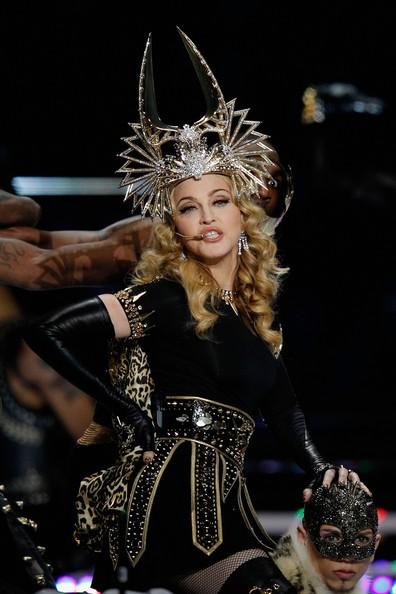 Madonna ai SuperBowl 2012: la performance si apre con 'Vogue'