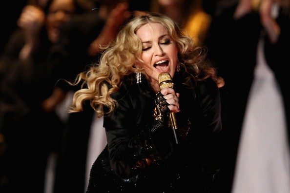 Madonna durante la performance al SuperBowl 2012