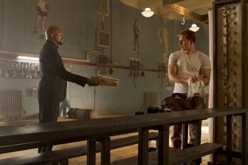 Samuel L. Jackson e Chris Evans in una scena di The Avengers
