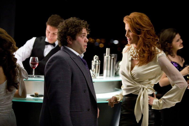 Take Me Home Tonight: Dan Fogler in una scena del film con la bellissima Angie Everhart