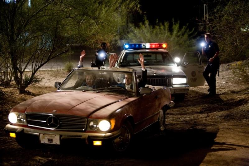 Topher Grace, Dan Fogler, Michael Biehn ed Edwin Hodge in una scena di Take Me Home Tonight
