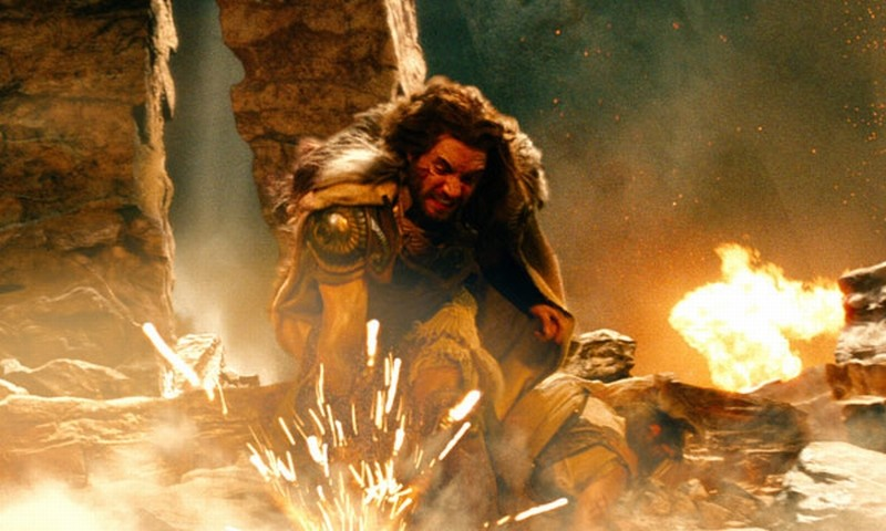 Wrath of the Titans: Édgar Ramírez nei panni di Ares in una scena del film