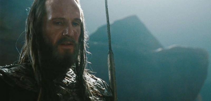 Wrath of the Titans: Ralph Fiennes è Ade in una scena del film