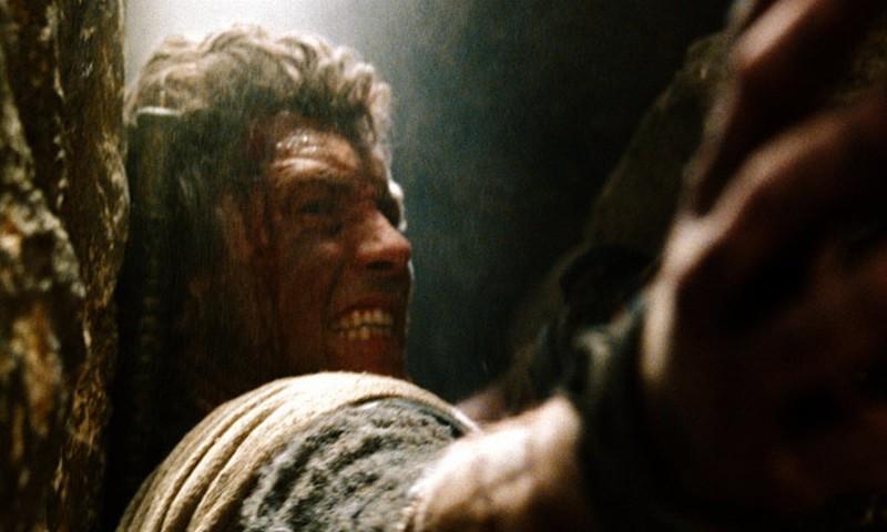 Wrath of the Titans: Sam Worthington in azione in un'immagine del film