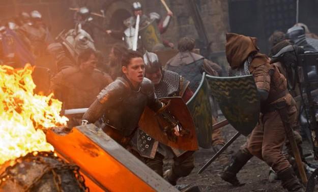 Kristen Stewart impegnata nella battaglia di Biancaneve e il cacciatore