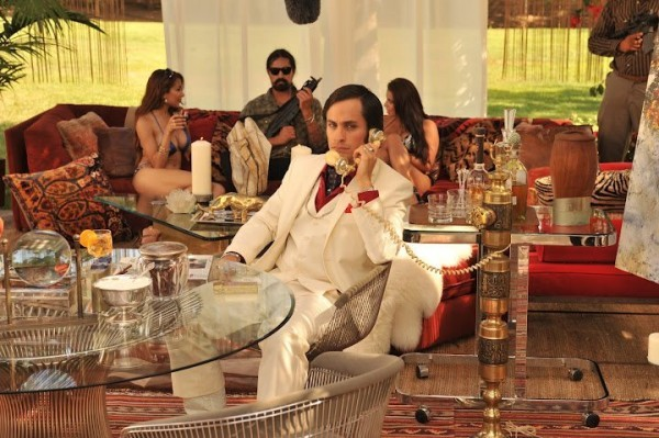 Gael Garcia Bernal in una scena di Casa de mi padre