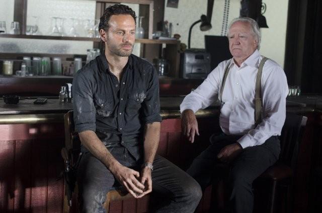 The Walking Dead: Andrew Lincoln e Scott Wilson in una scena dell'episodio Nebraska