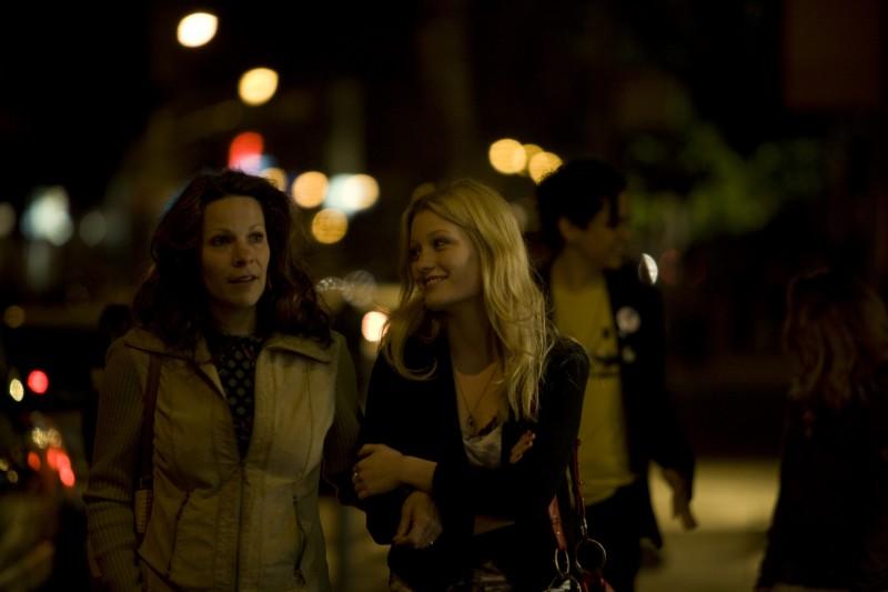 Lili Taylor con Ashley Hinshaw in Cherry