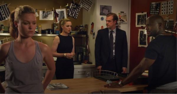 Julia Stiles, Taye Diggs, Melissa George e David Harbour in un drammatico confronto in Between Us