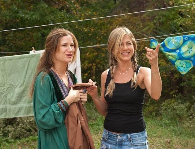 Kathryn Hahn e Jennifer Aniston in Nudi e Felici