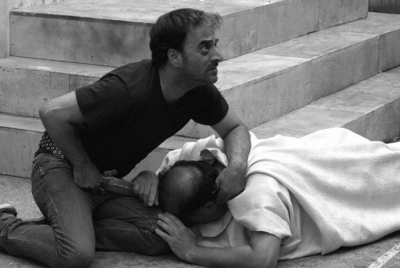 Cesare deve morire: Cosimo Rega e Giovanni Arcuri in una scena del film sono Bruto e Giulio Cesare