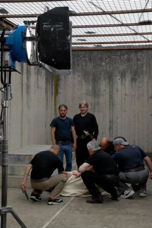 Cesare deve morire: Cosimo Rega e Salvatore Striano in una scena del film