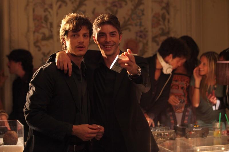 Michele Riondino insieme ad Andrea Bosca in una scena del film Gli sfiorati