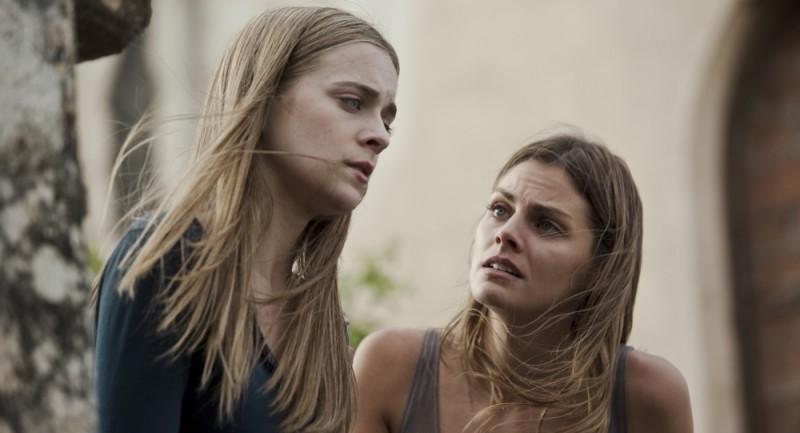 Paranormal Xperience 3D: Alba Ribas con Amaia Salamanca in un'immagine del film