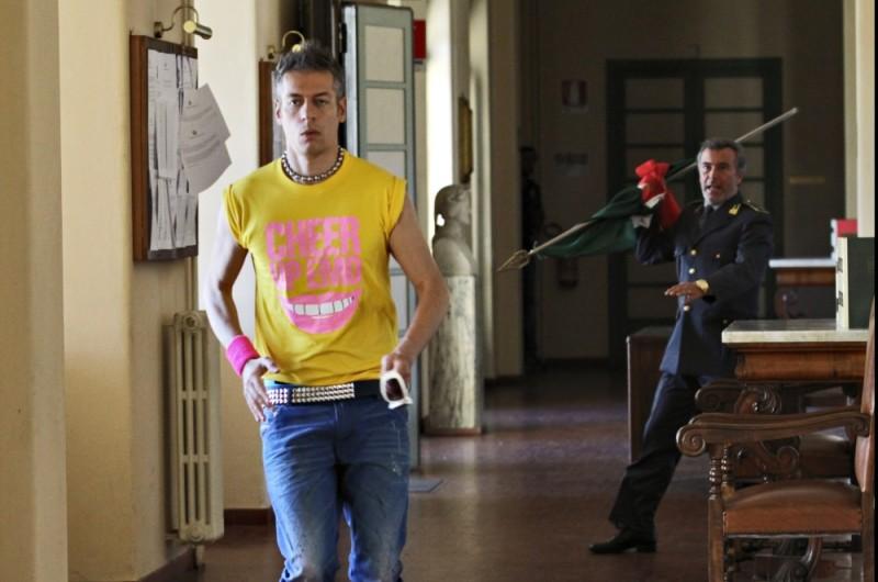Ti stimo fratello: Giovanni Vernia in una scena del film insieme a Paolo Sassanelli