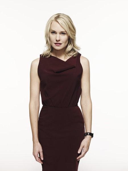 Awake: Laura Allen in una foto promozionale della serie