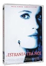La copertina di Un'estranea tra noi (dvd)