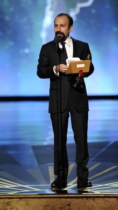 Oscar 2012: Ashgar Farhadi, regista di Una separazione, viene premiato con l'Oscar per il miglior film straniero