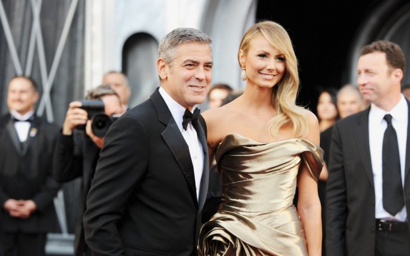 Oscar 2012: George Clooney e Stacy Keibler sul red carpet