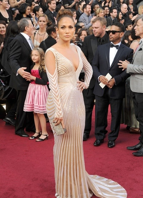 Oscar 2012: Jennifer Lopez sfila sul red carpet