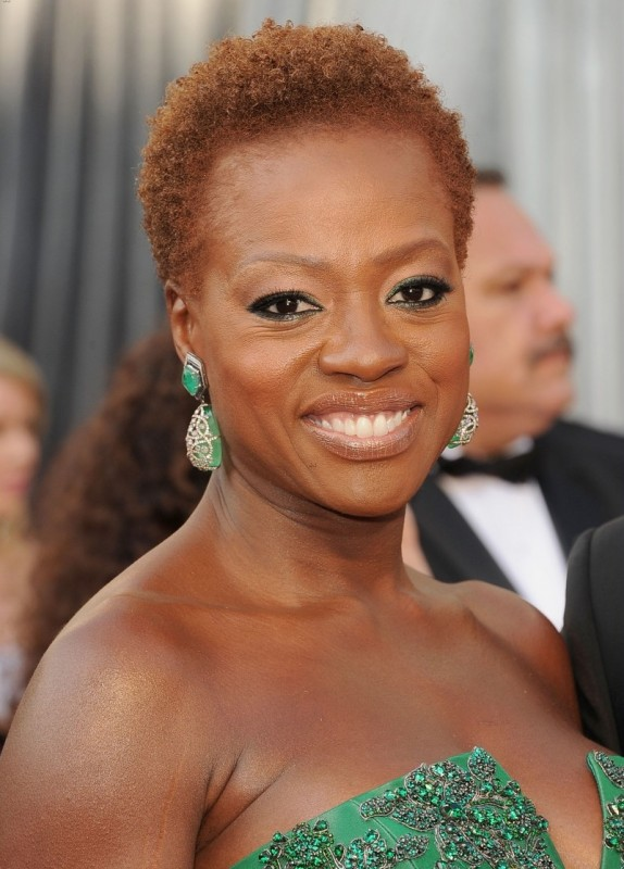 Oscar 2012: una raggiante Viola Davis sul red carpet