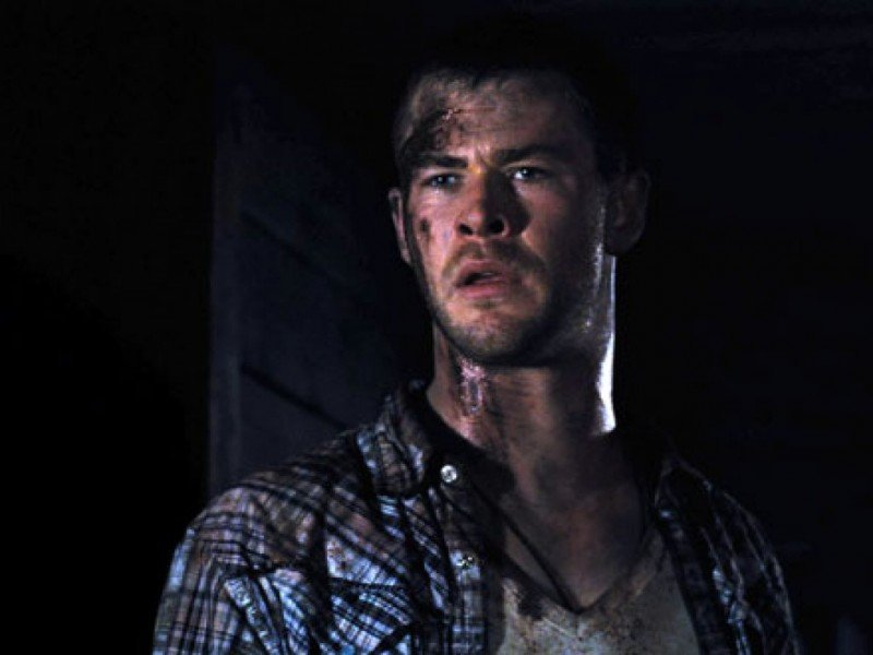 The Cabin in the Woods: Chris Hemsworth in una scena del film