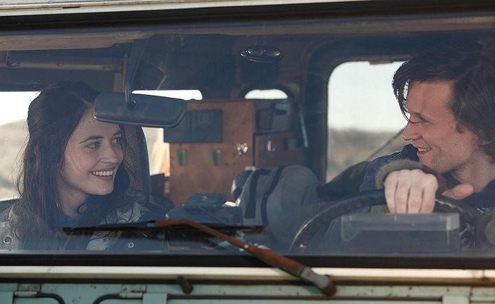 Eva Green e Matt Smith in auto in una scena di Womb