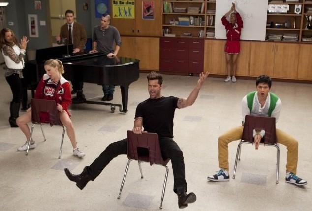 Glee: Heather Morris, Ricky Martin e Harry Shum jr. in una sscena de L'insegnate di spagnolo
